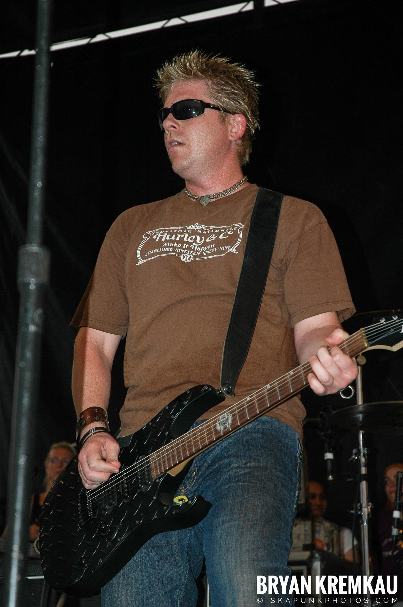 The Offspring @ Warped Tour 05, NYC - 8.12.05 (13)