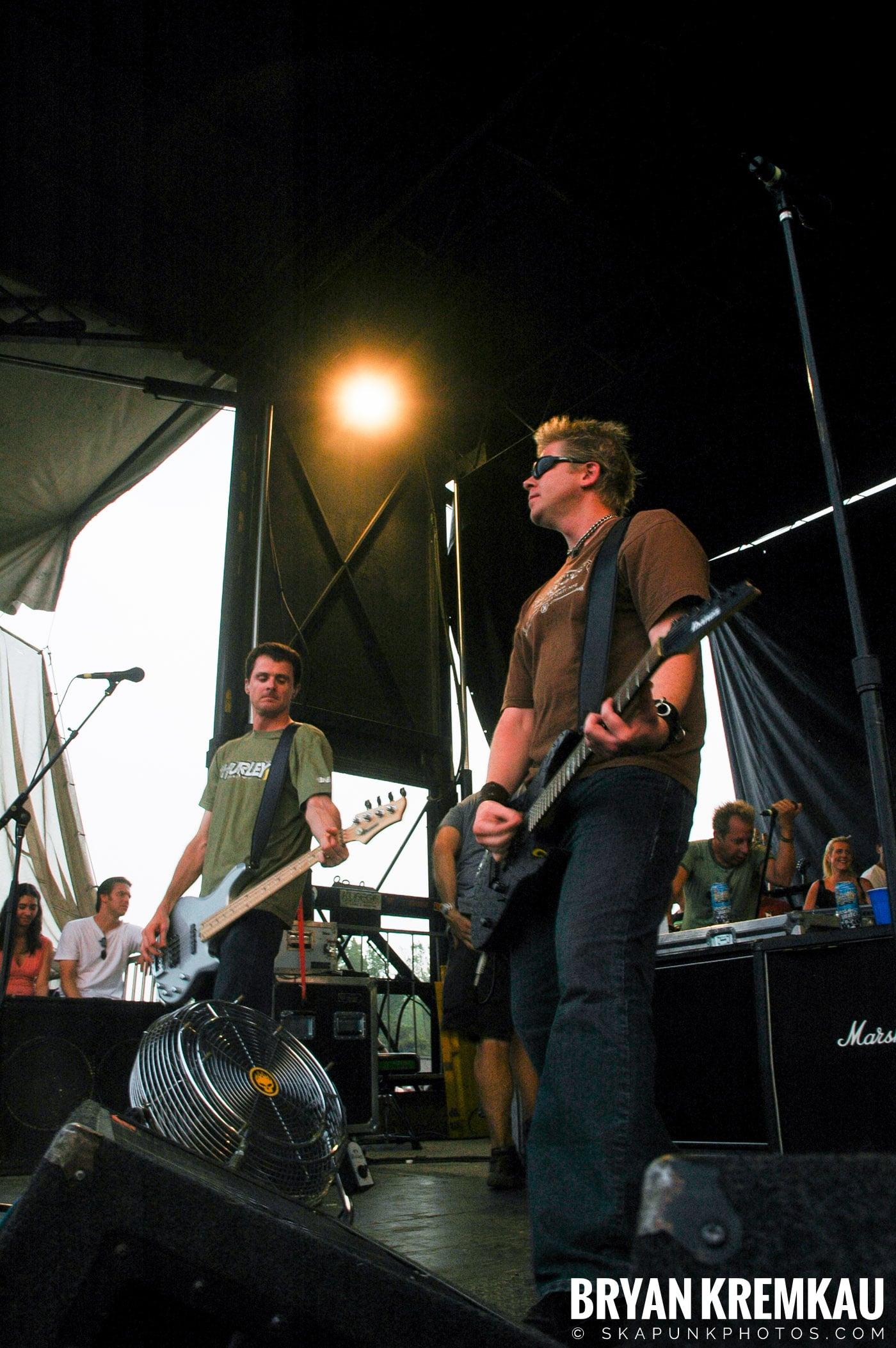 The Offspring @ Warped Tour 05, NYC - 8.12.05 (7)