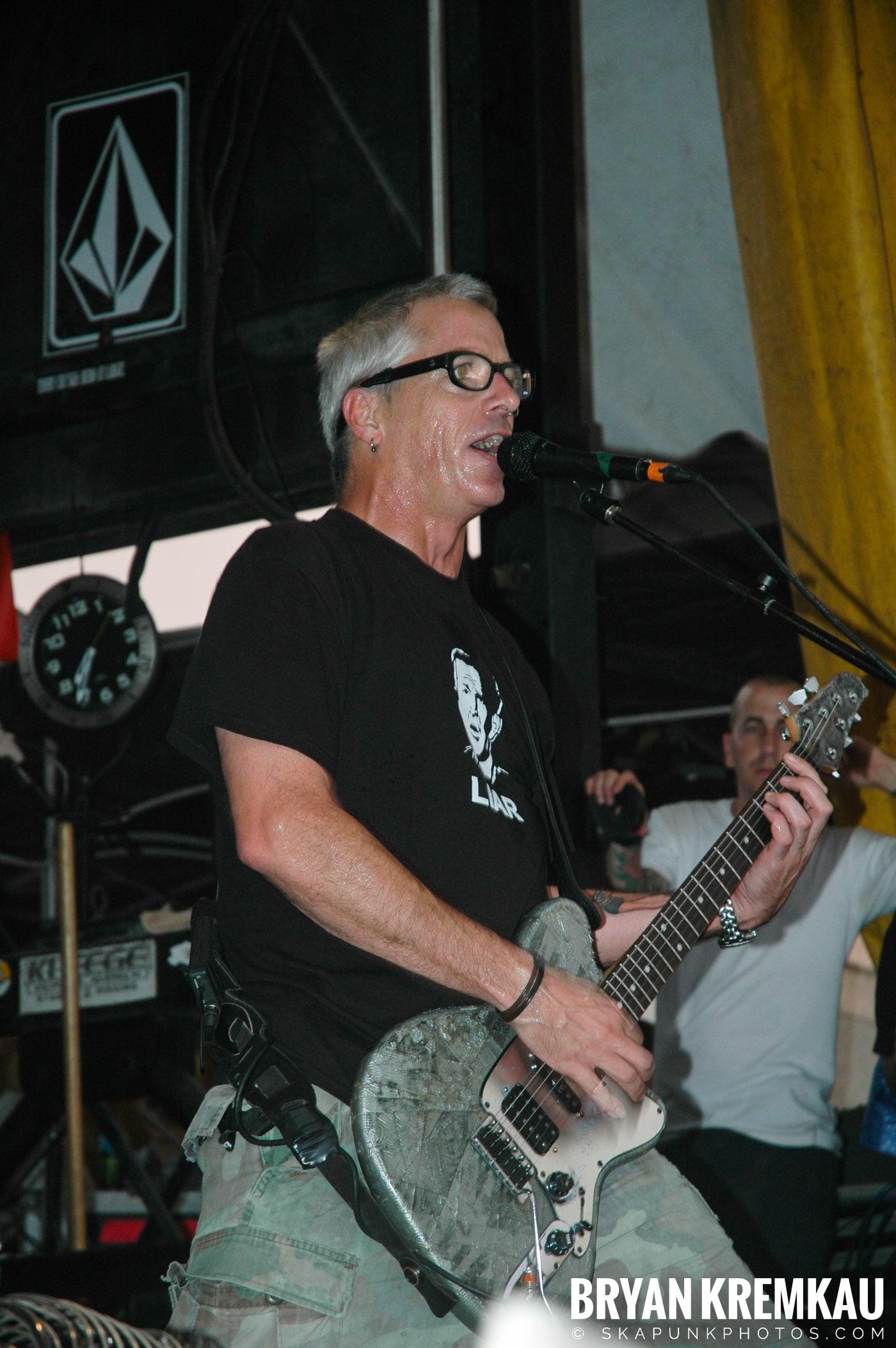 The Offspring @ Warped Tour 05, NYC - 8.12.05 (3)