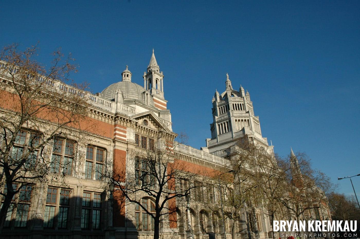 London, England - Day 3 - 12.18.05 (41)