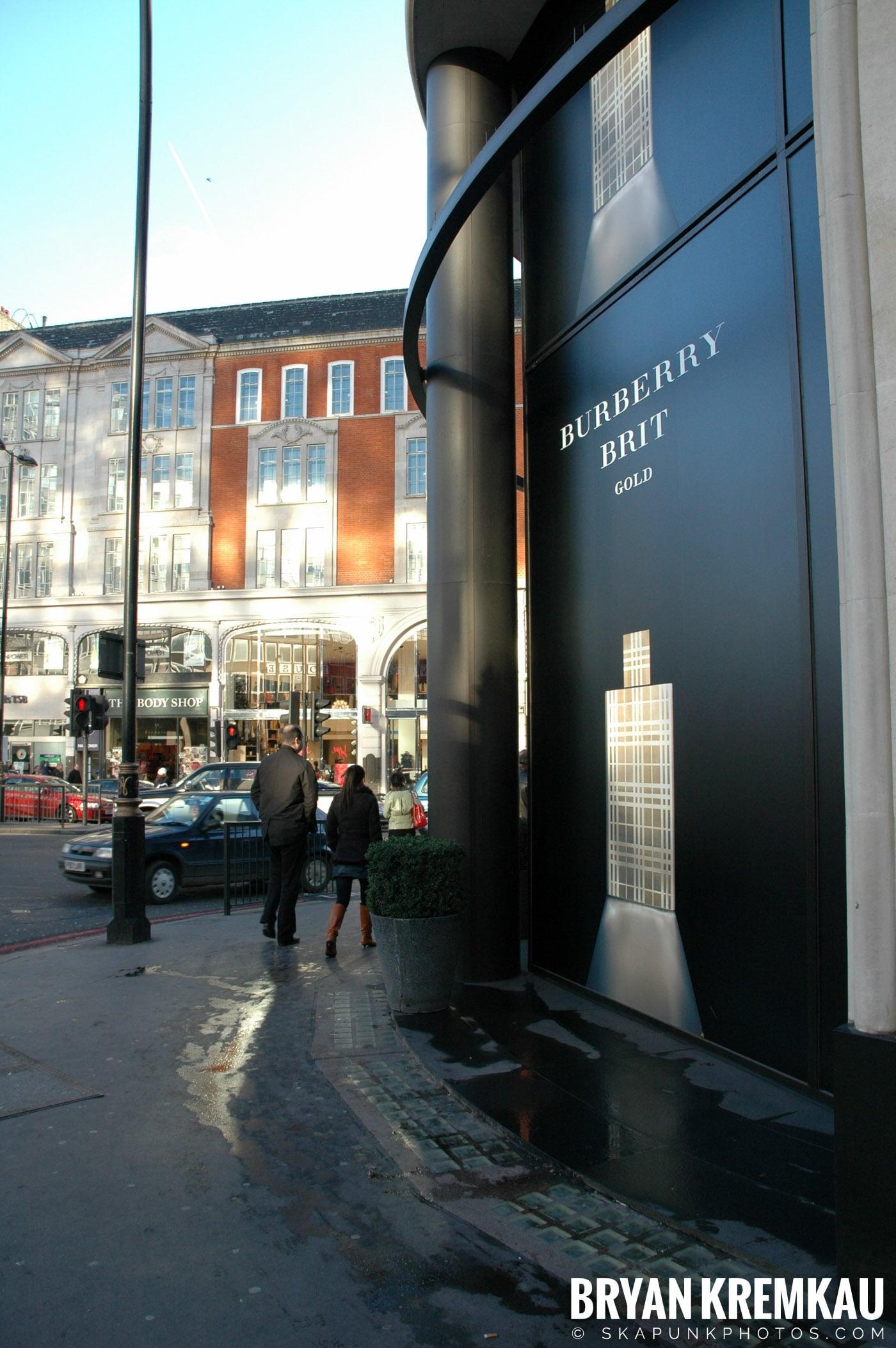 London, England - Day 3 - 12.18.05 (38)