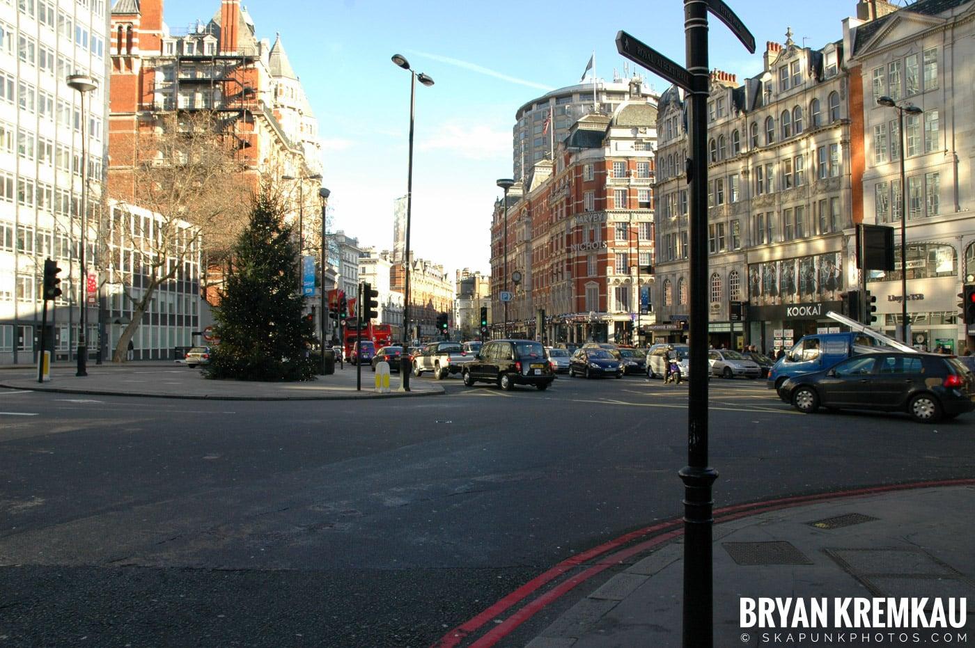 London, England - Day 3 - 12.18.05 (37)
