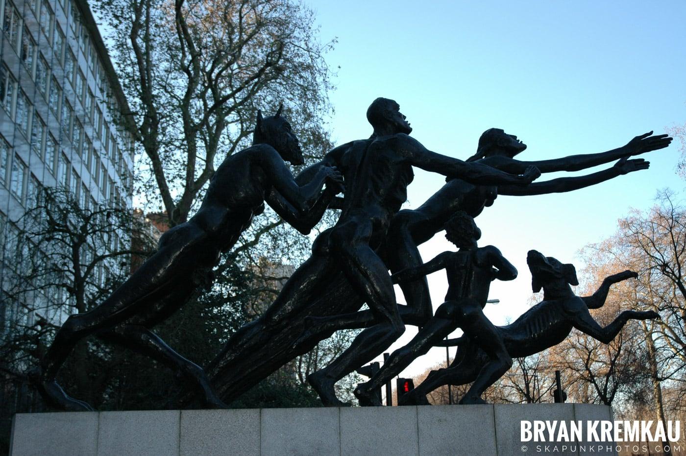 London, England - Day 3 - 12.18.05 (36)