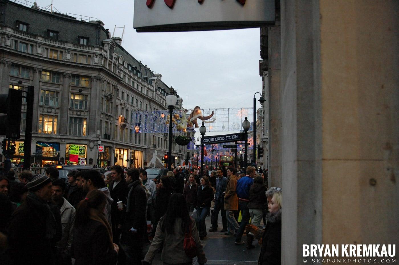 London, England - Day 3 - 12.18.05 (20)