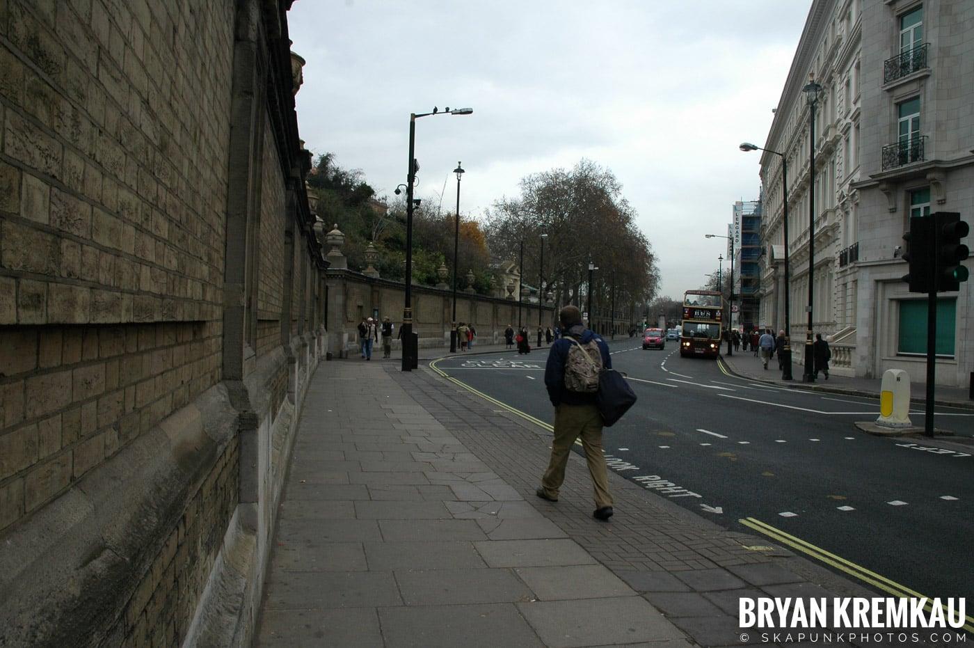 London, England - Day 5 - 12.20.05 (16)