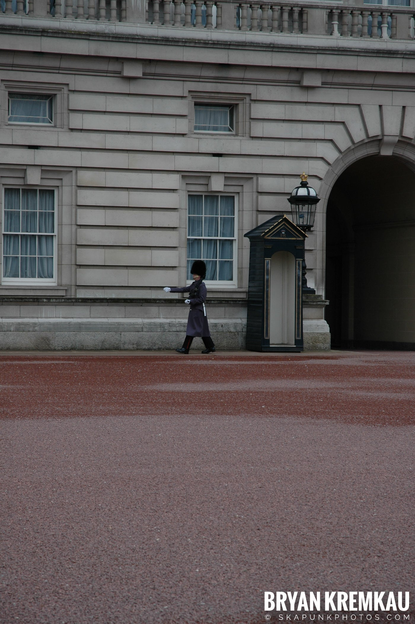 London, England - Day 5 - 12.20.05 (8)