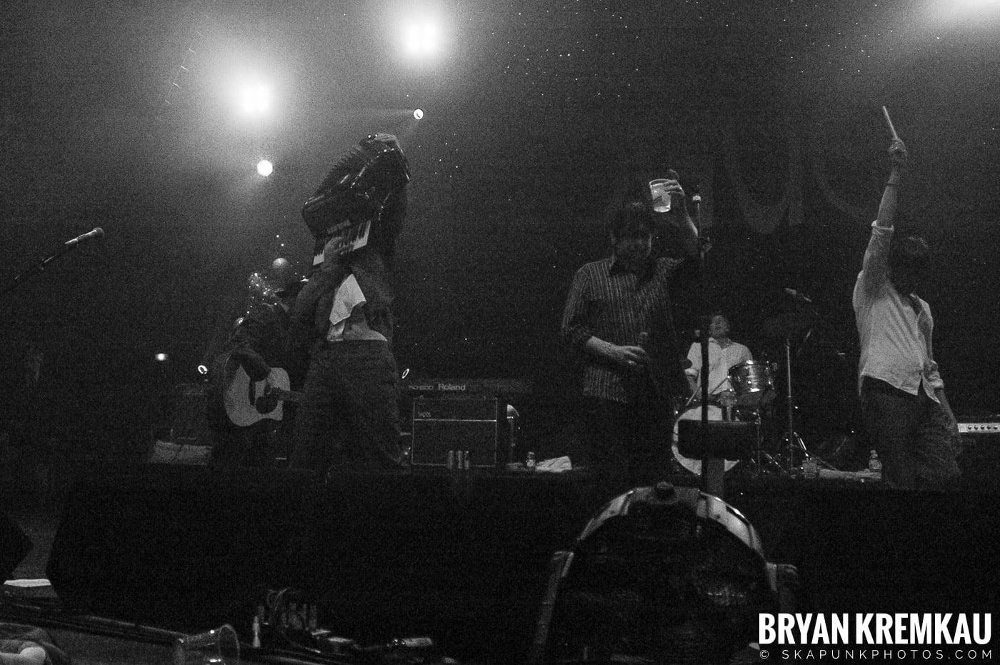 The Pogues @ Brixton Academy, London UK - 12.19.05 (19)