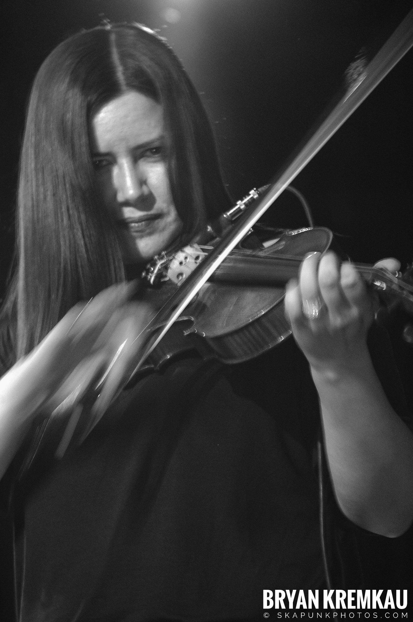 Flogging Molly @ Nokia Theatre, NYC - 2.16.06 (8)