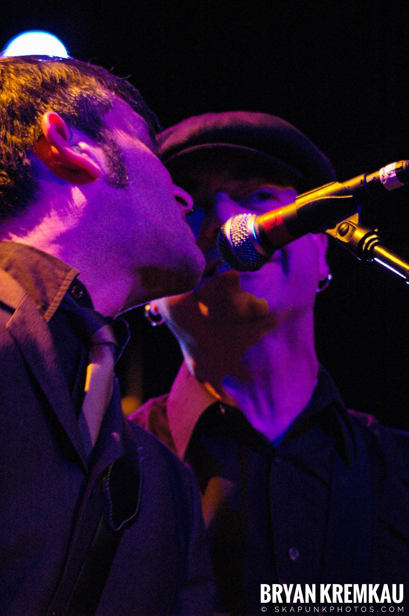 Flogging Molly @ Nokia Theatre, NYC - 2.16.06 (6)