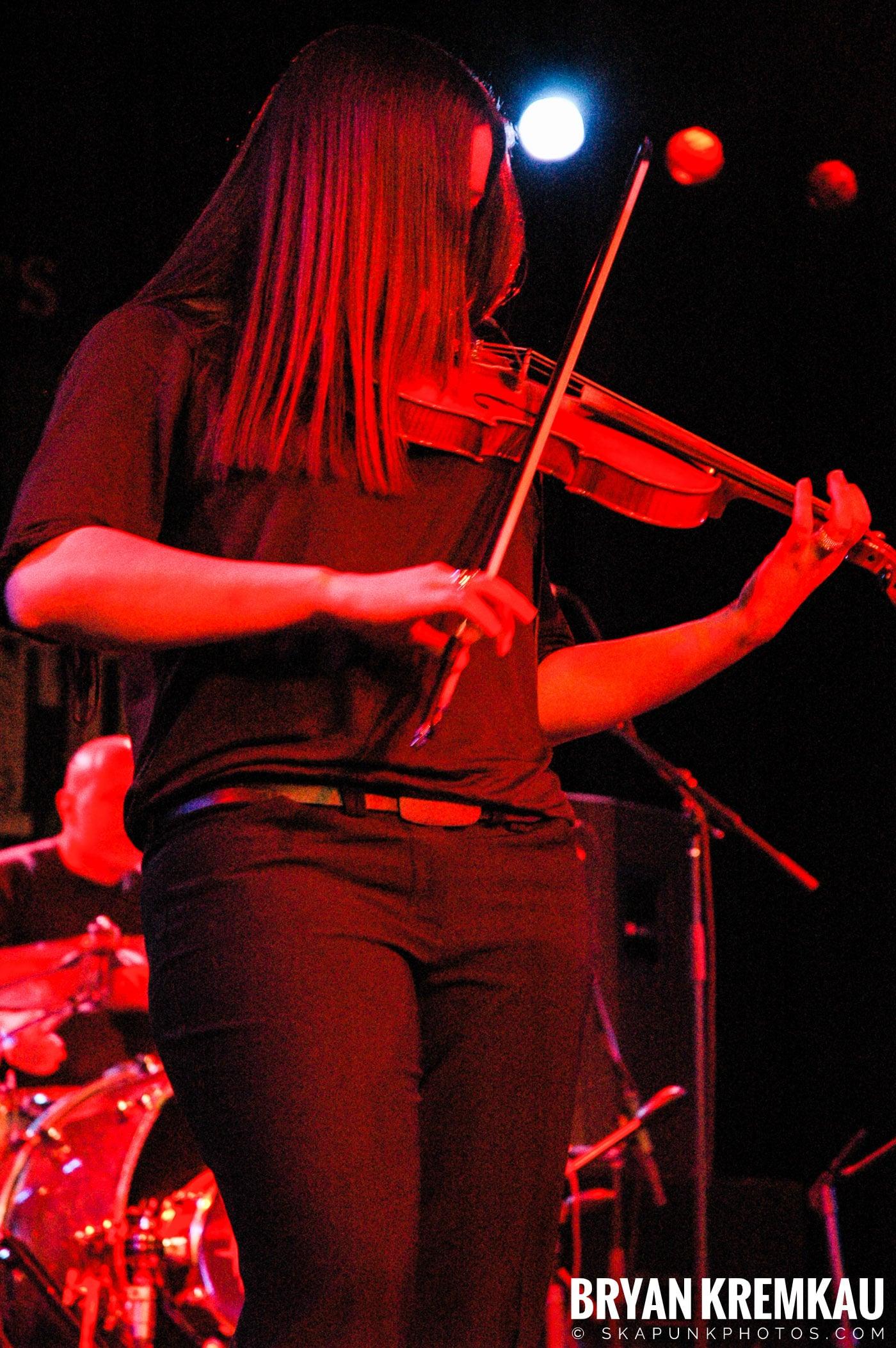 Flogging Molly @ Nokia Theatre, NYC - 2.16.06 (5)