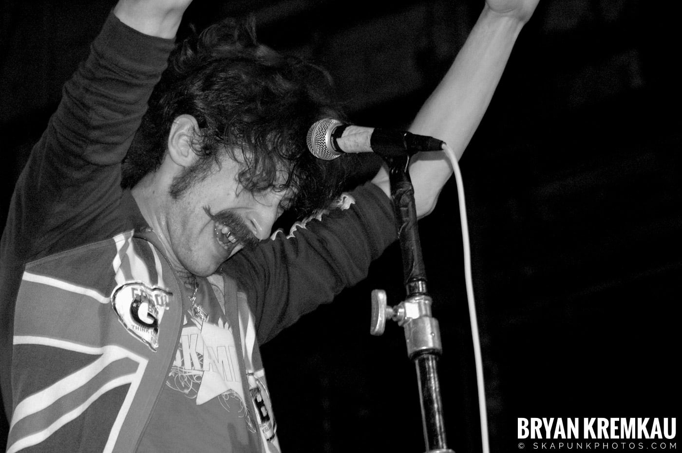 Gogol Bordello @ The Troc, Philadelphia PA - 4.15.06 (22)