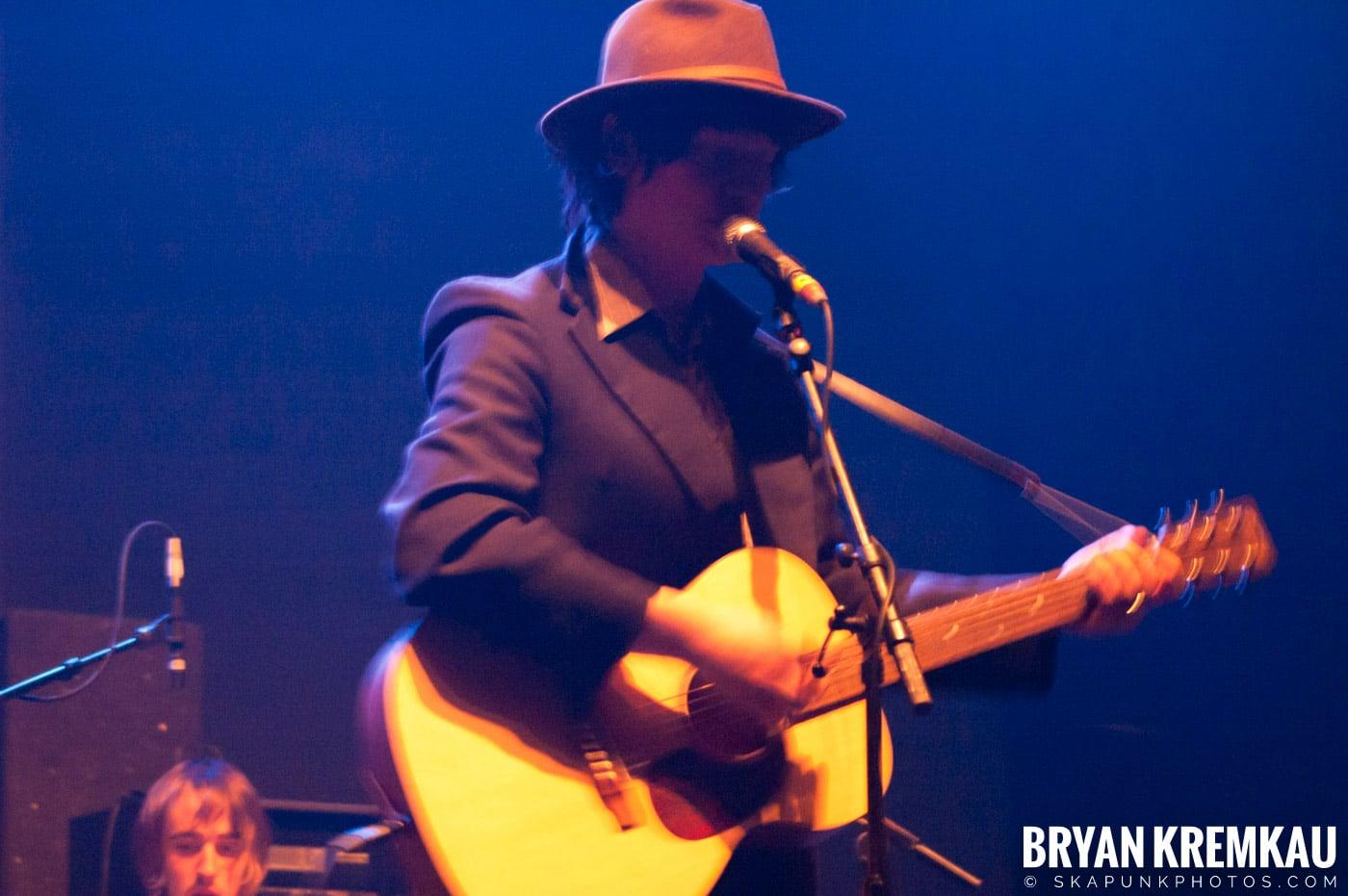 Larrikin Love @ Brixton Academy, London UK - 12.17.06 (3)