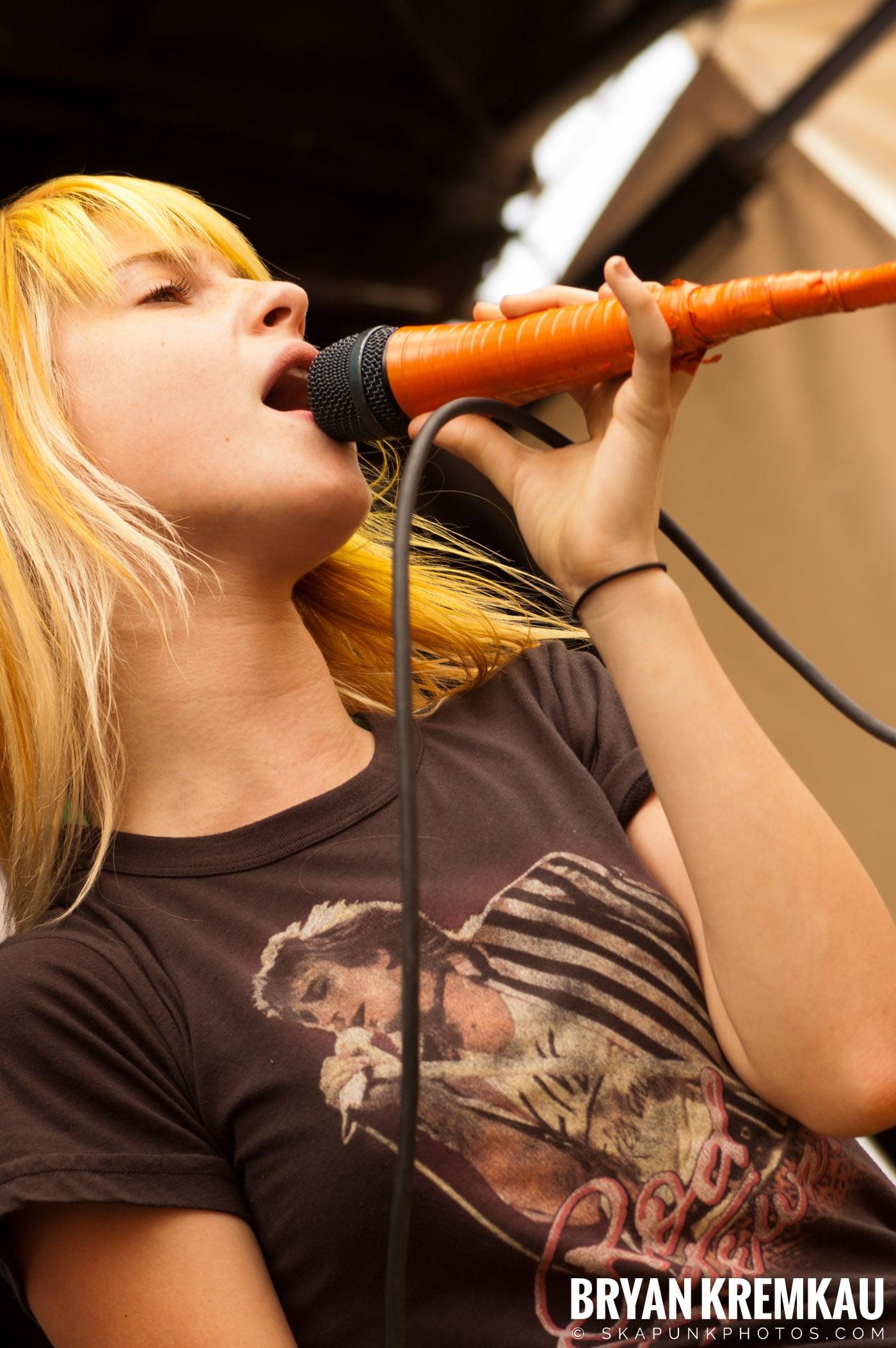 Paramore @ Warped Tour 2007, Scranton PA - 7.26.07 (4)
