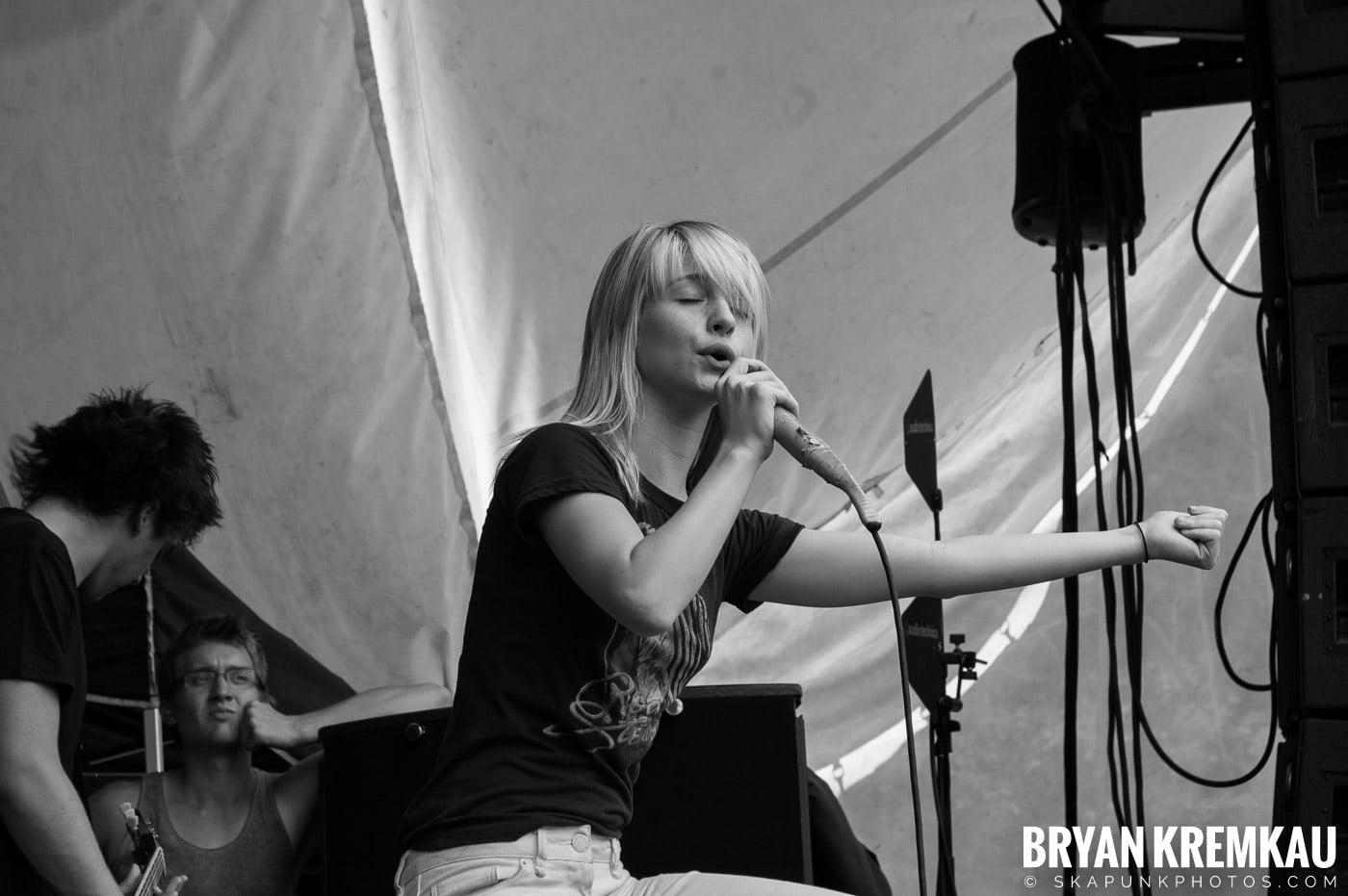 Paramore @ Warped Tour 2007, Scranton PA - 7.26.07 (2)