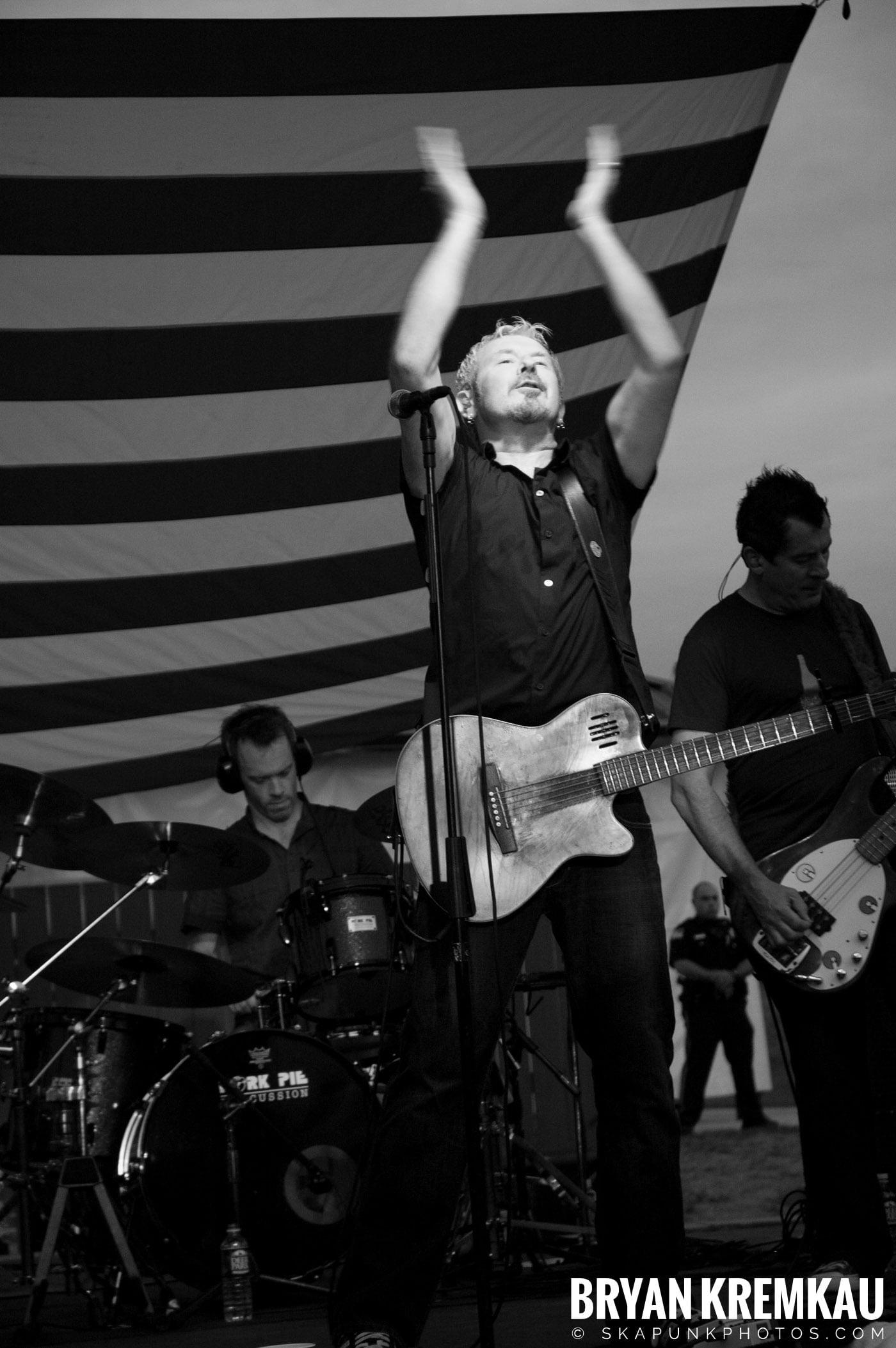 The Young Dubliners @ Burlington County Amphitheater, Burlington, NJ - 8.19.07 (15)