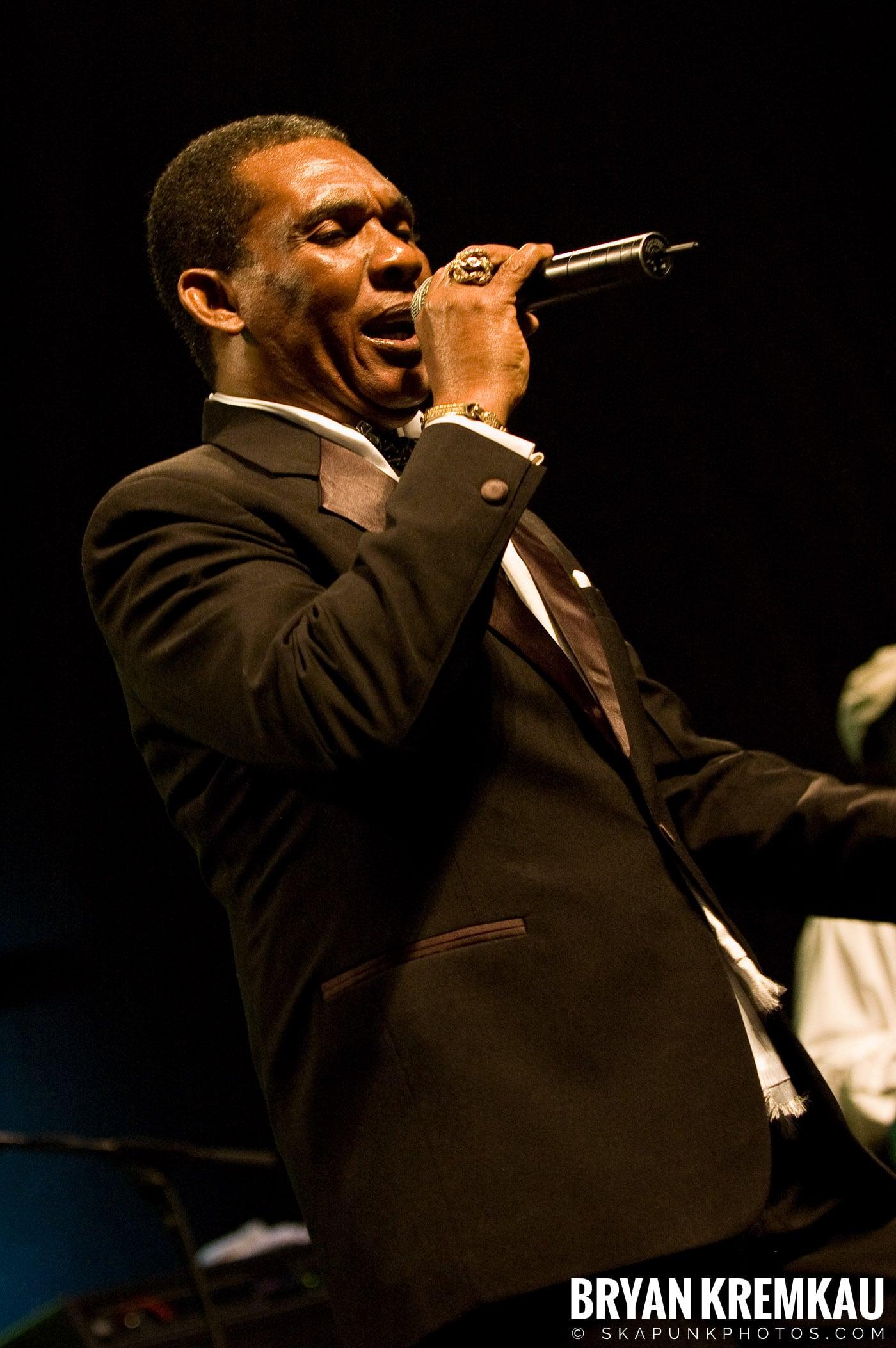Ken Boothe @ Vintage Reggae Fest - Hammerstein Ballroom, NYC - 12.16.07 (12)