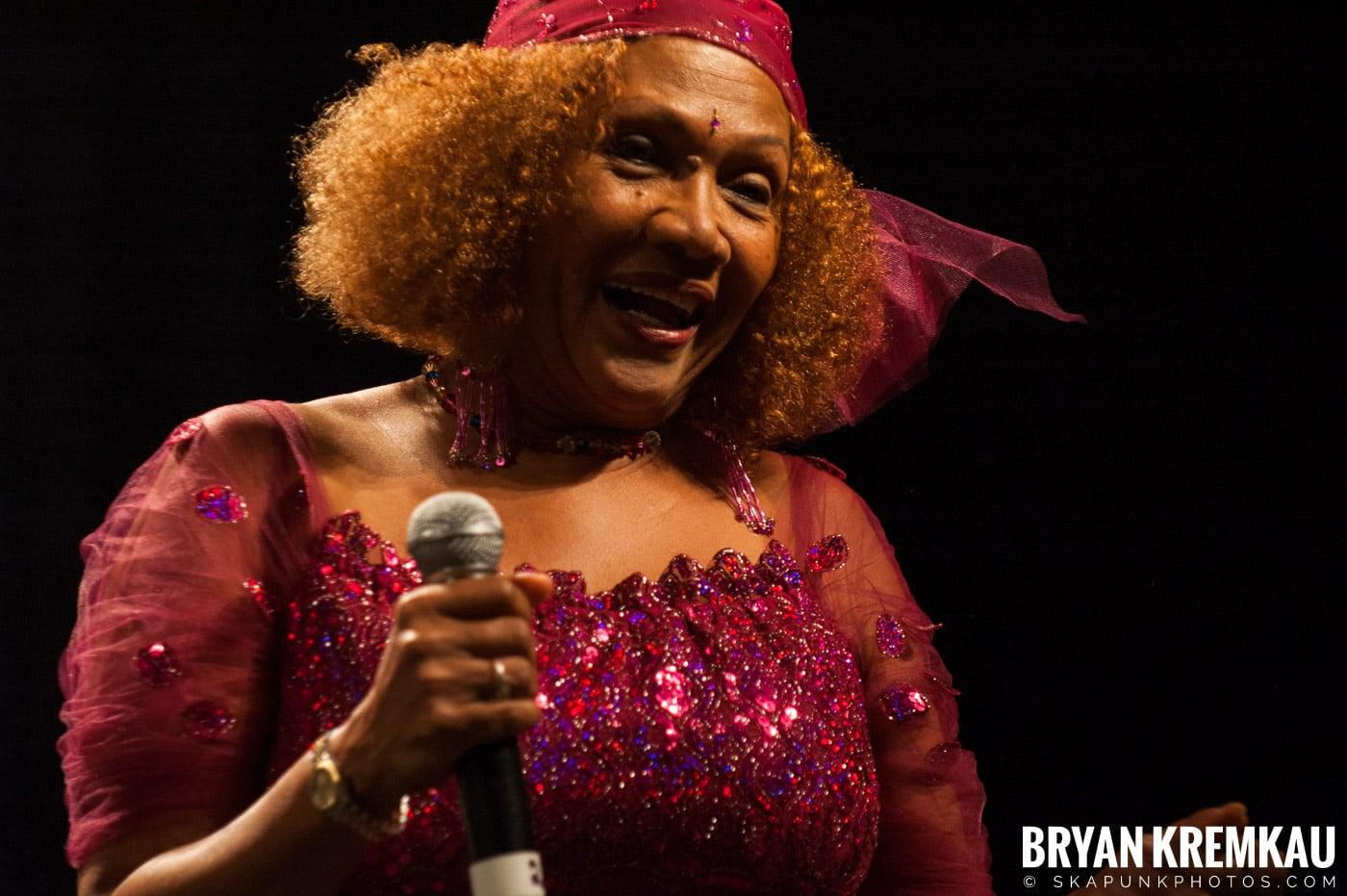 Marcia Griffiths @ Vintage Reggae Fest - Hammerstein Ballroom, NYC - 12.16.2007 (16)