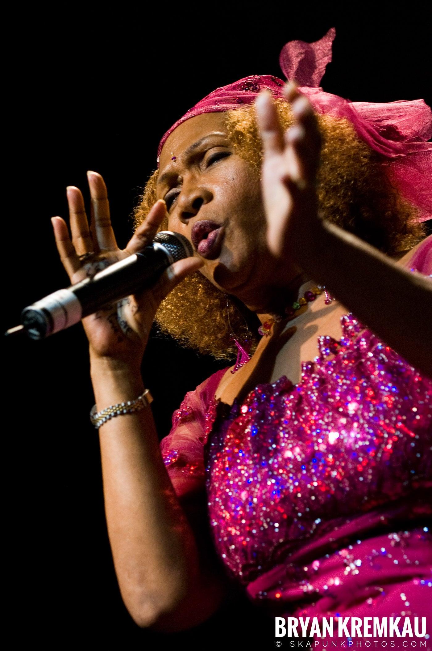 Marcia Griffiths @ Vintage Reggae Fest - Hammerstein Ballroom, NYC - 12.16.2007 (15)