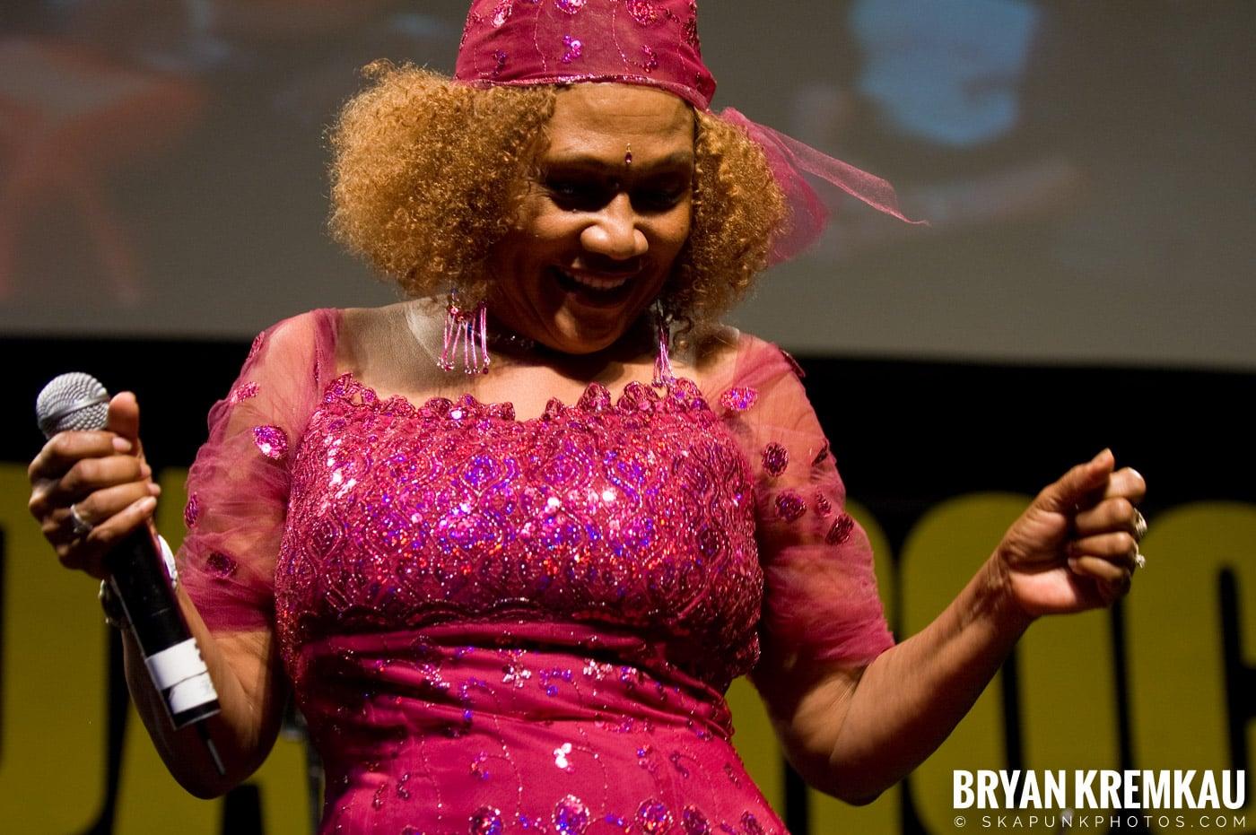 Marcia Griffiths @ Vintage Reggae Fest - Hammerstein Ballroom, NYC - 12.16.2007 (14)