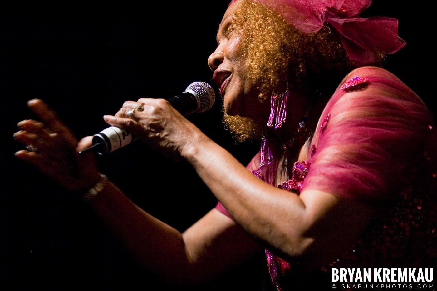 Marcia Griffiths @ Vintage Reggae Fest - Hammerstein Ballroom, NYC - 12.16.2007 (12)