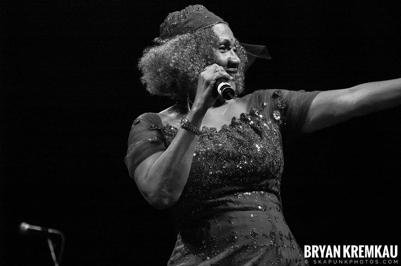 Marcia Griffiths @ Vintage Reggae Fest - Hammerstein Ballroom, NYC - 12.16.2007 (11)