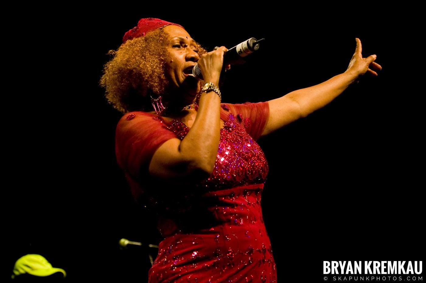 Marcia Griffiths @ Vintage Reggae Fest - Hammerstein Ballroom, NYC - 12.16.2007 (10)