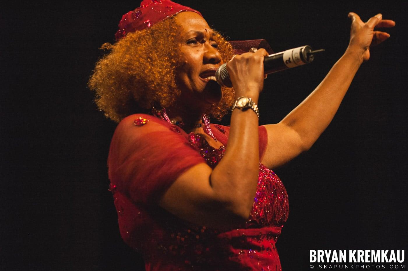 Marcia Griffiths @ Vintage Reggae Fest - Hammerstein Ballroom, NYC - 12.16.2007 (9)