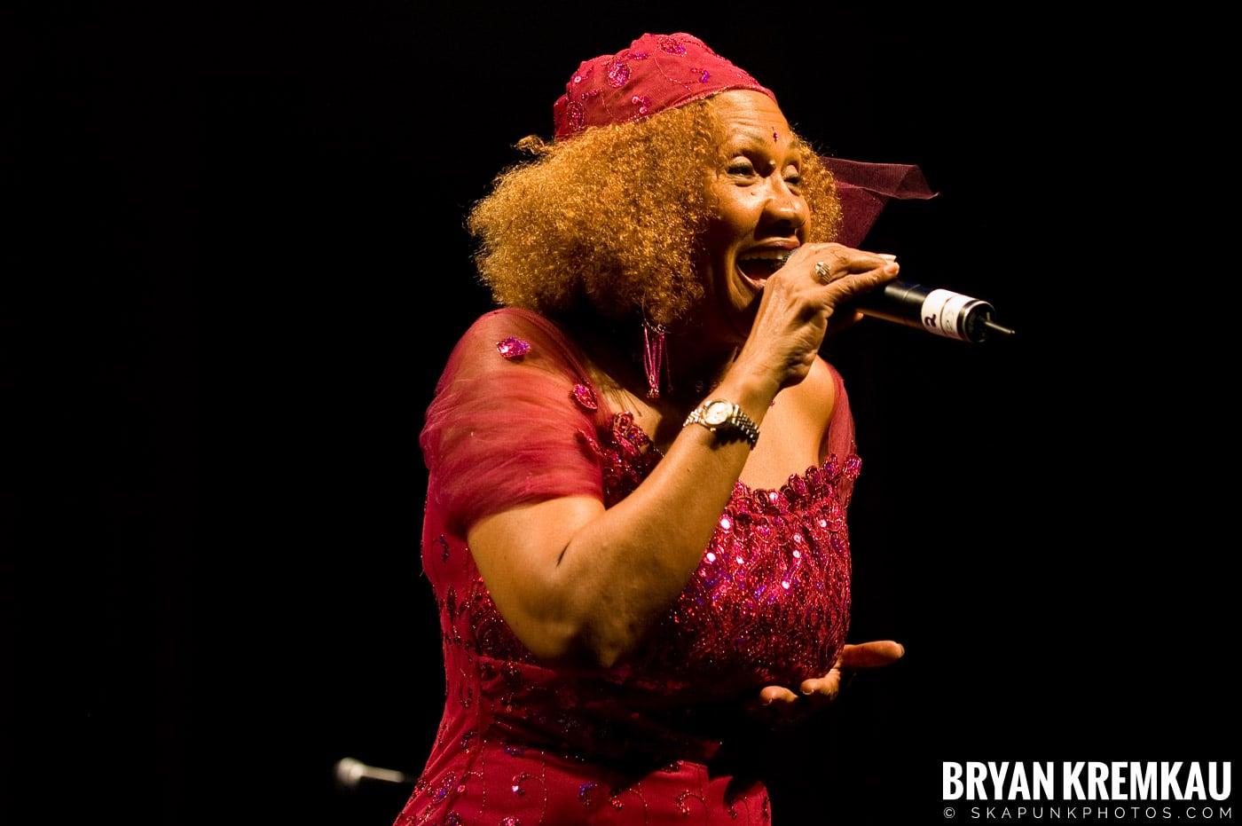 Marcia Griffiths @ Vintage Reggae Fest - Hammerstein Ballroom, NYC - 12.16.2007 (7)