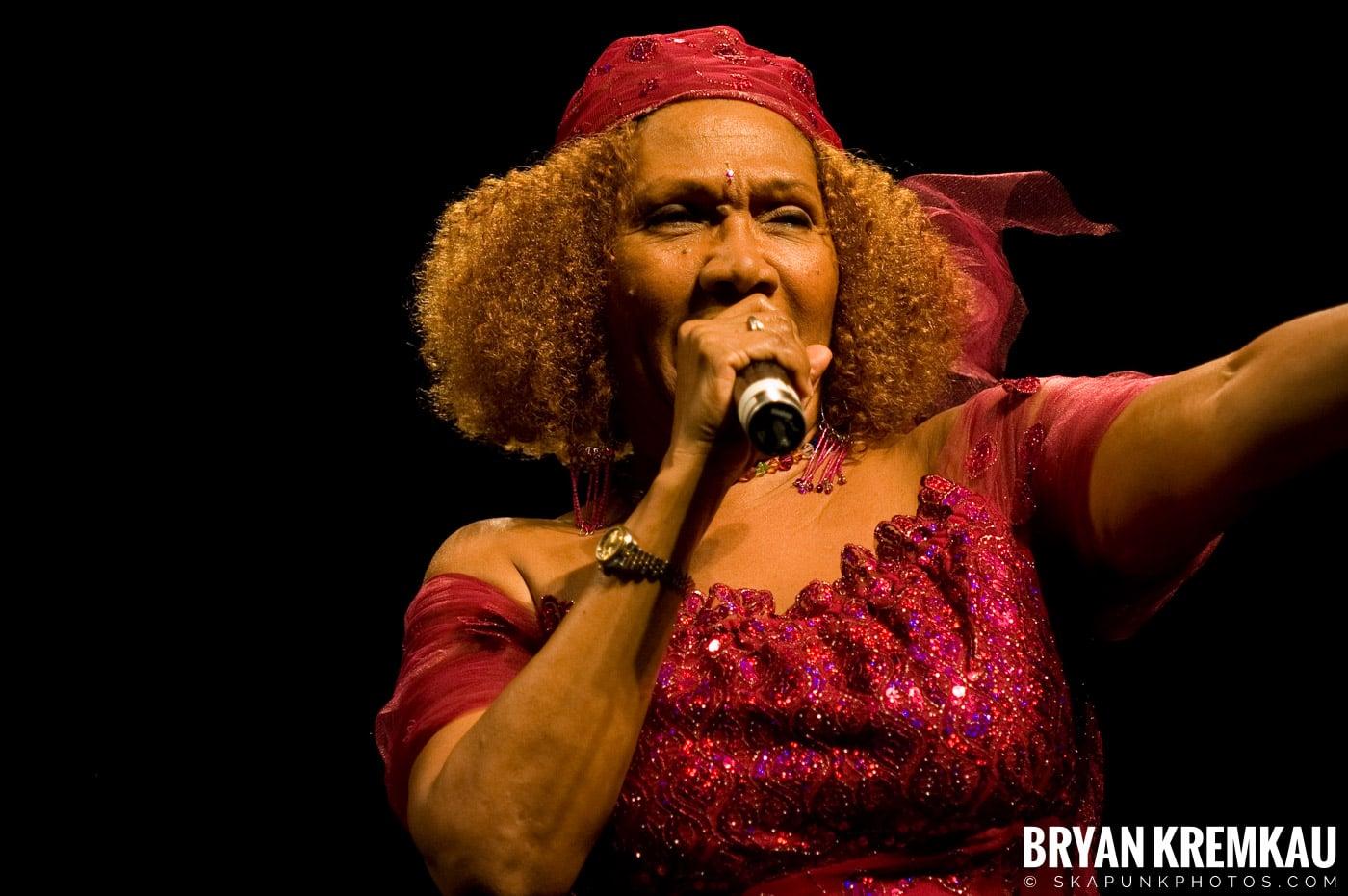 Marcia Griffiths @ Vintage Reggae Fest - Hammerstein Ballroom, NYC - 12.16.2007 (4)