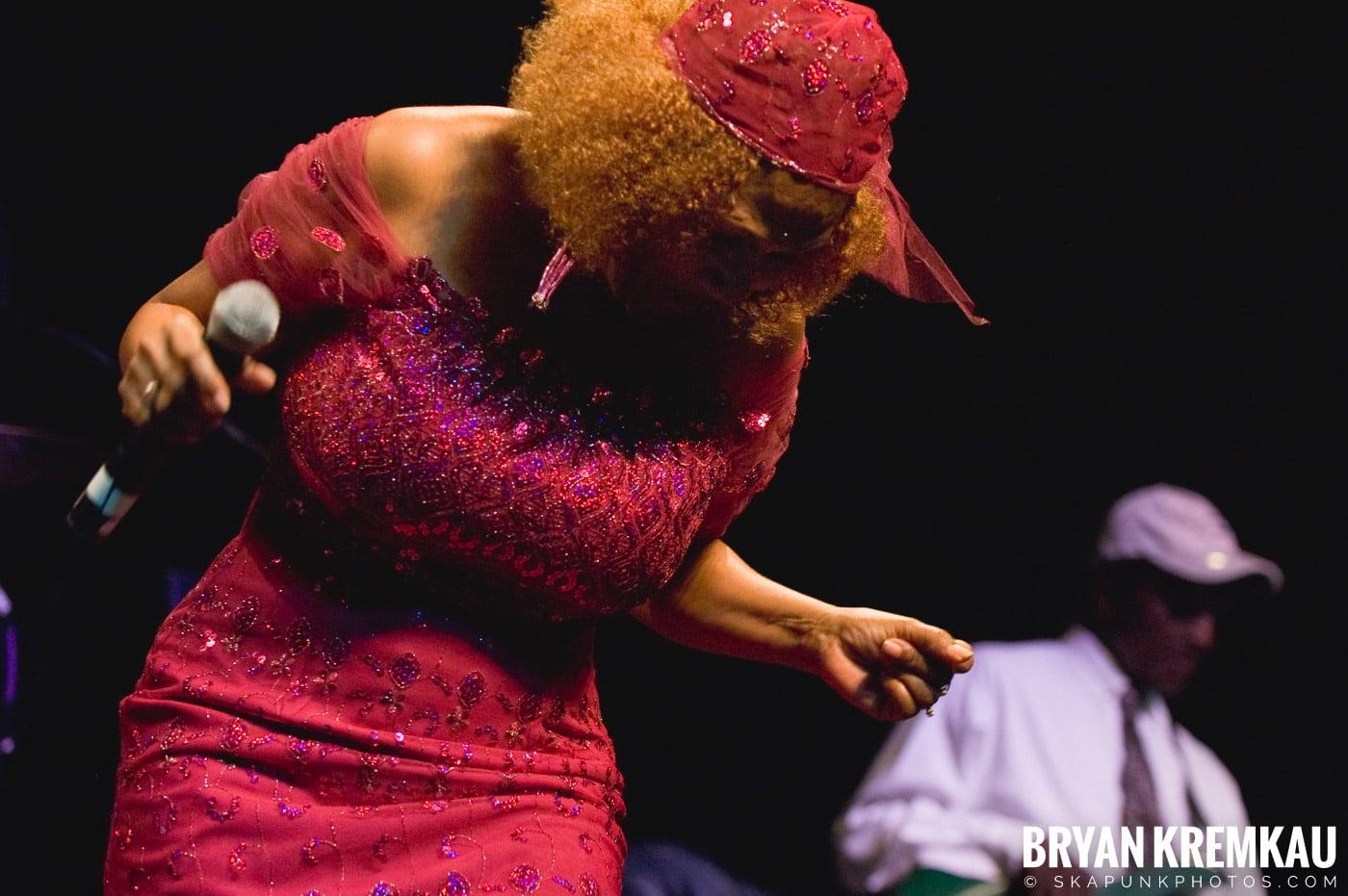 Marcia Griffiths @ Vintage Reggae Fest - Hammerstein Ballroom, NYC - 12.16.2007 (3)