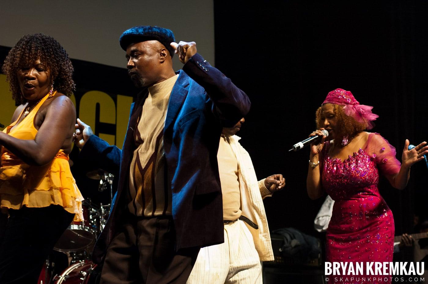 Marcia Griffiths @ Vintage Reggae Fest - Hammerstein Ballroom, NYC - 12.16.2007 (2)