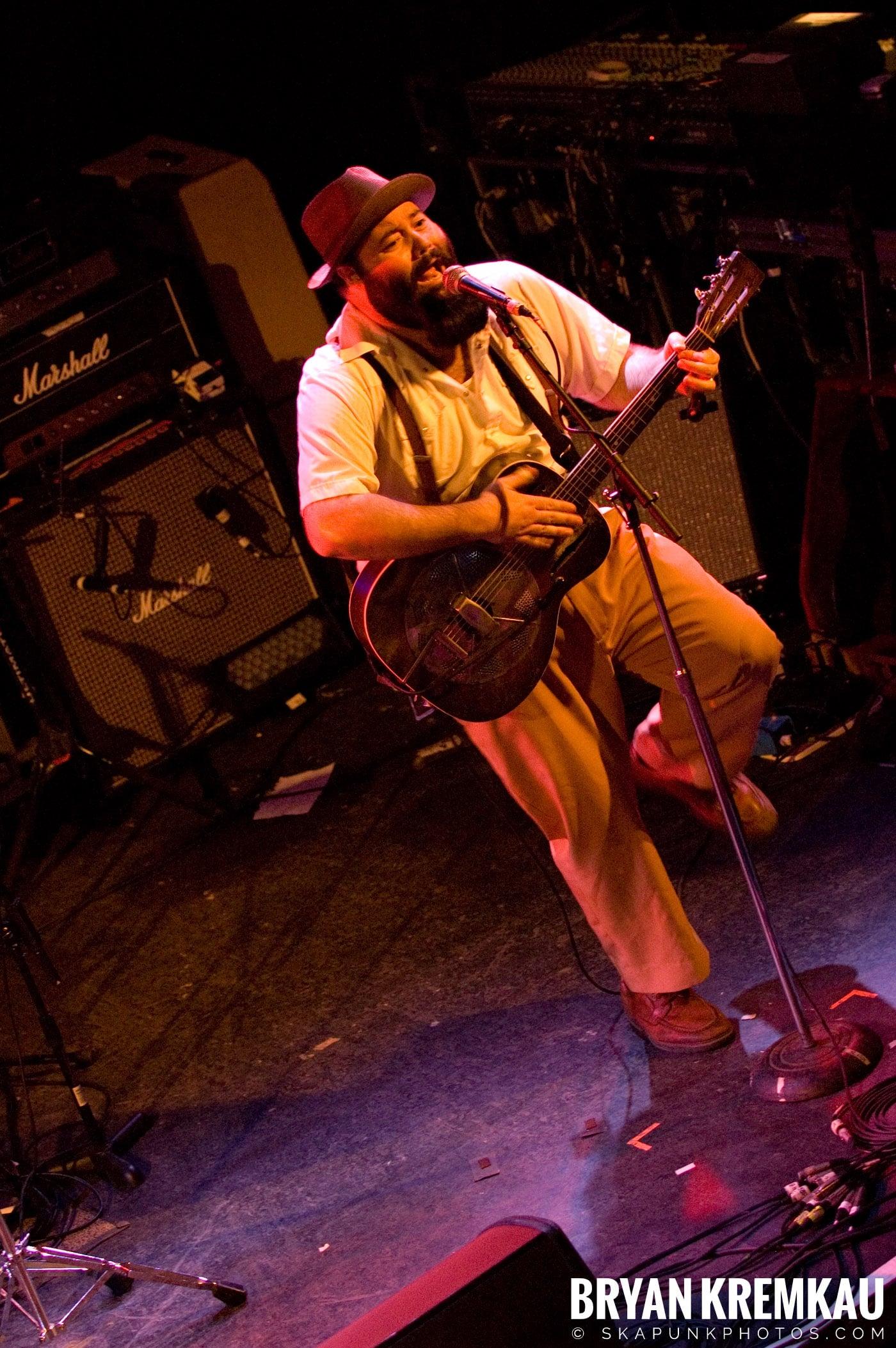 Rev. Peyton's Big Damn Band @ The Chance, Poughkeepsie NY - 2.21.08 (13)