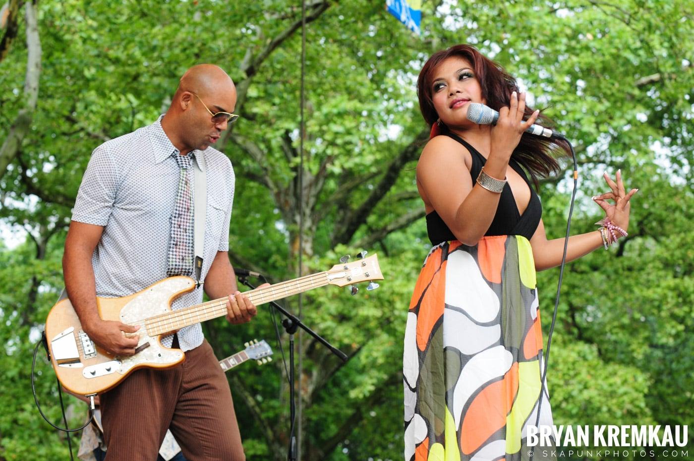 Dengue Fever @ Central Park SummerStage, NYC - 7.5.08 (19)