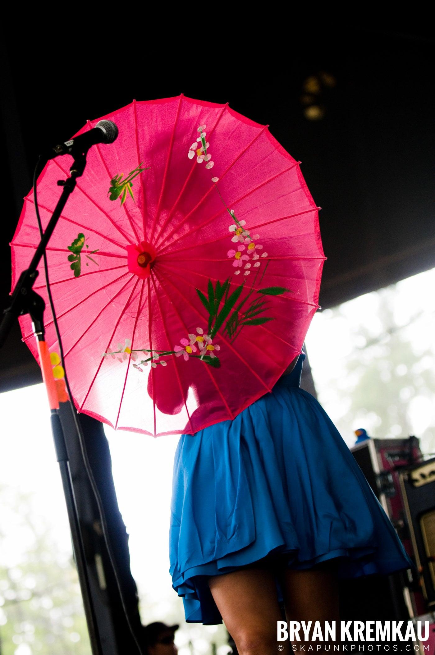 Katy Perry @ Warped Tour, Scranton PA - 7.27.08 (15)