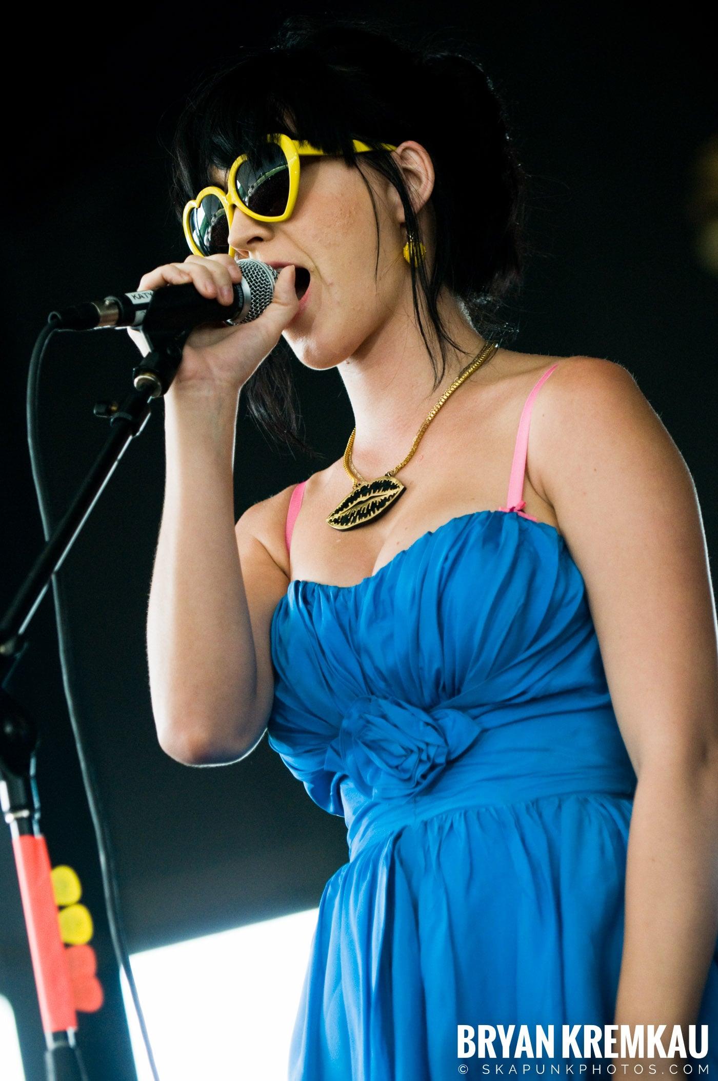 Katy Perry @ Warped Tour, Scranton PA - 7.27.08 (14)