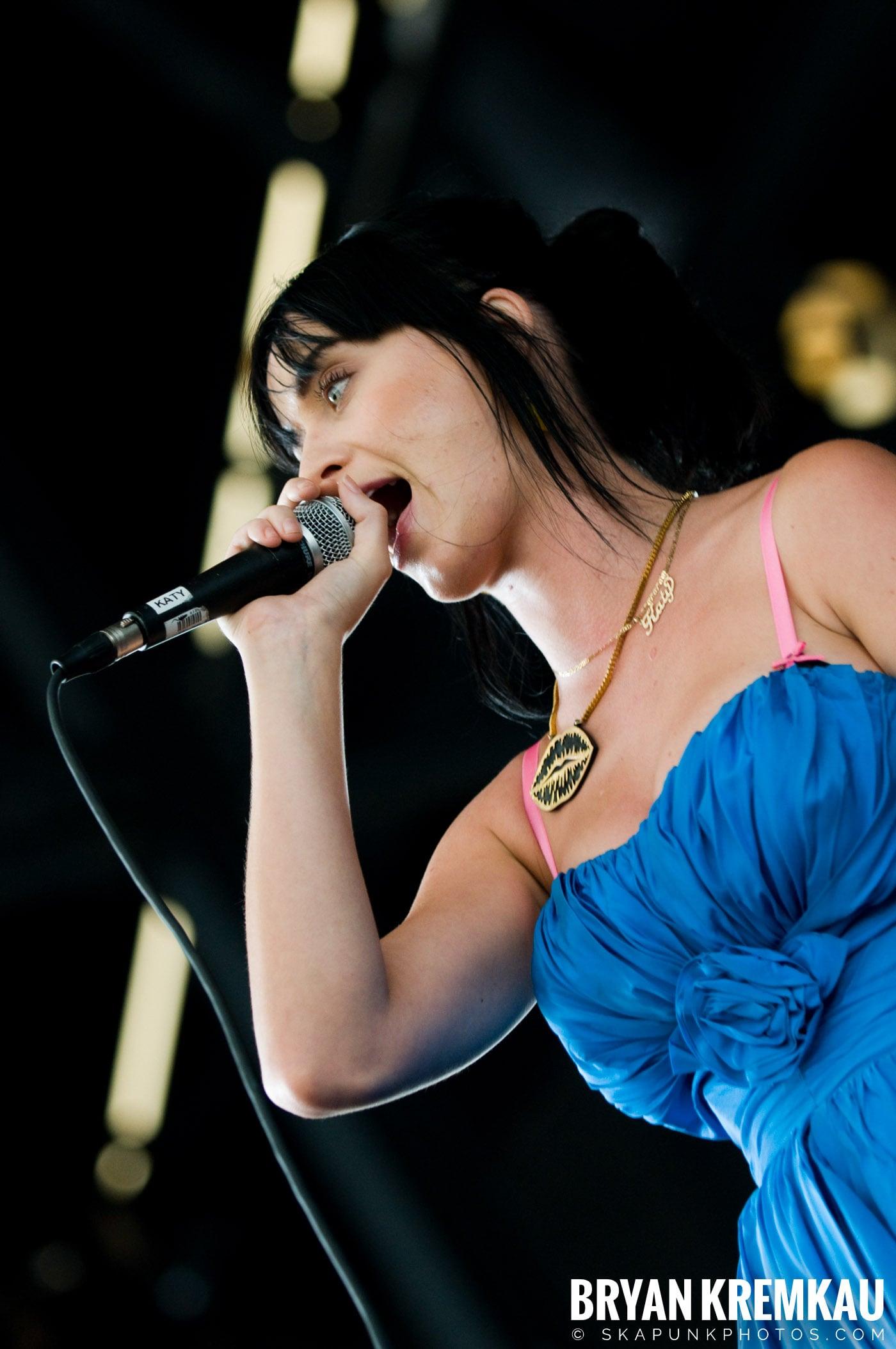 Katy Perry @ Warped Tour, Scranton PA - 7.27.08 (9)