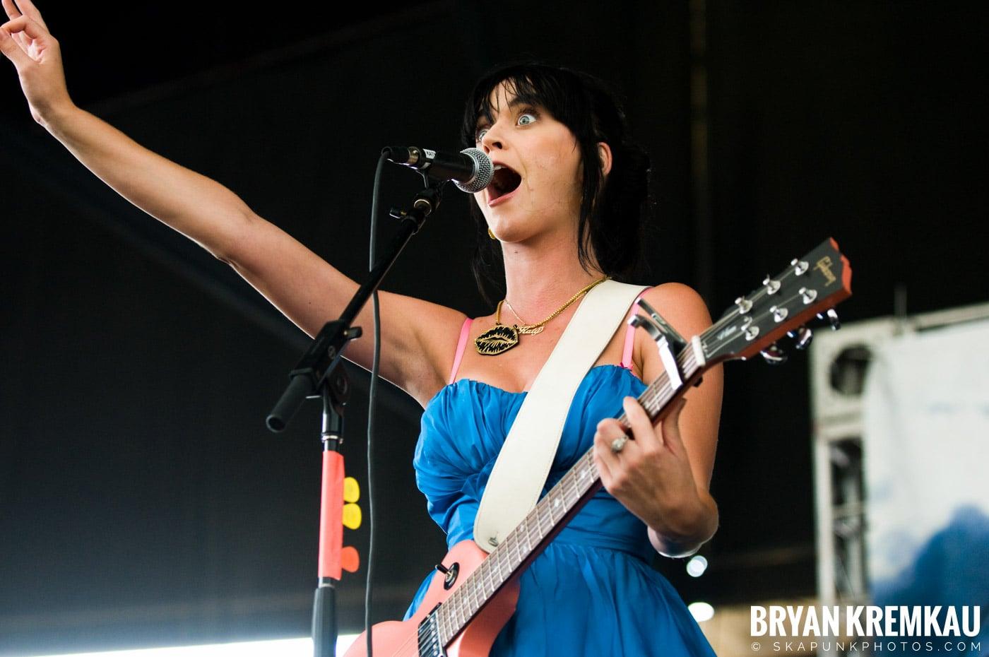 Katy Perry @ Warped Tour, Scranton PA - 7.27.08 (7)