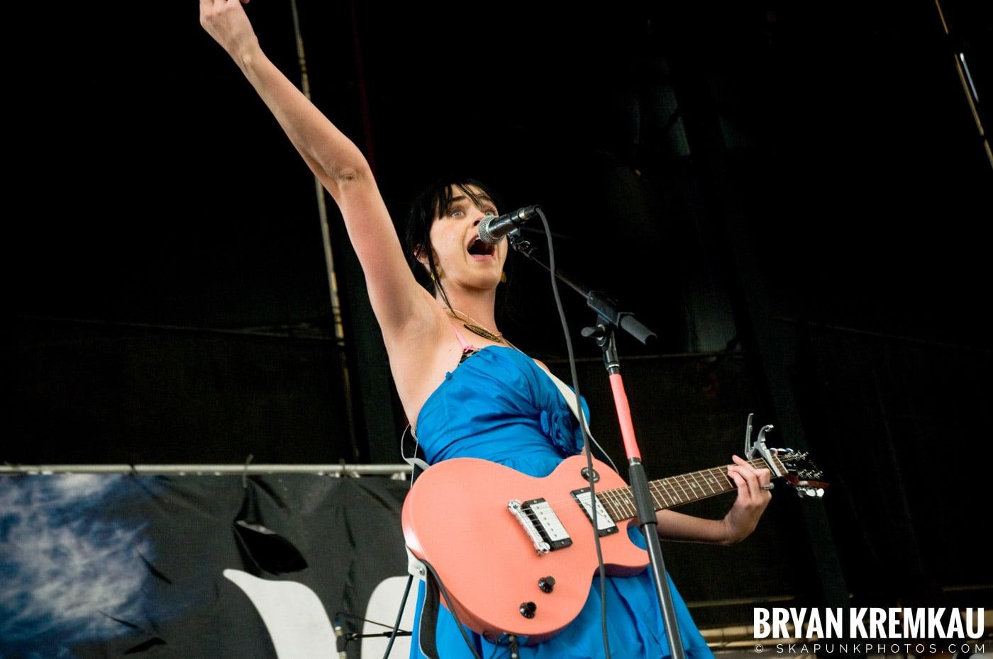 Katy Perry @ Warped Tour, Scranton PA - 7.27.08 (6)