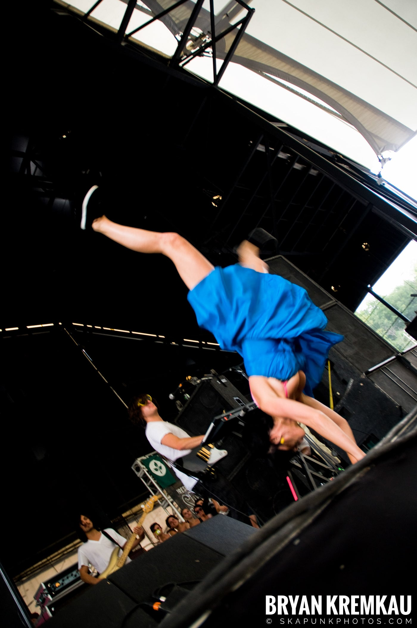 Katy Perry @ Warped Tour, Scranton PA - 7.27.08 (1)