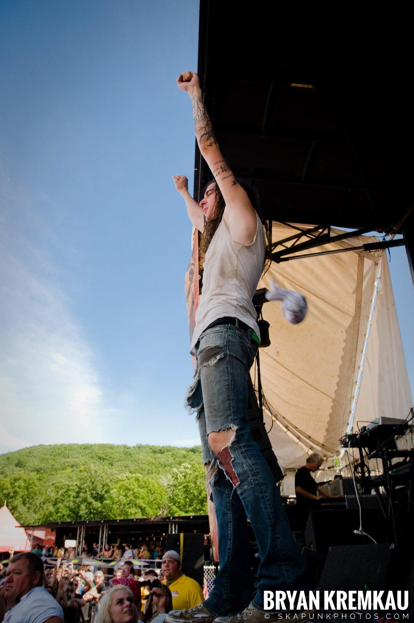 Underoath @ Warped Tour 2009, Scranton PA - 07.15.09 (13)