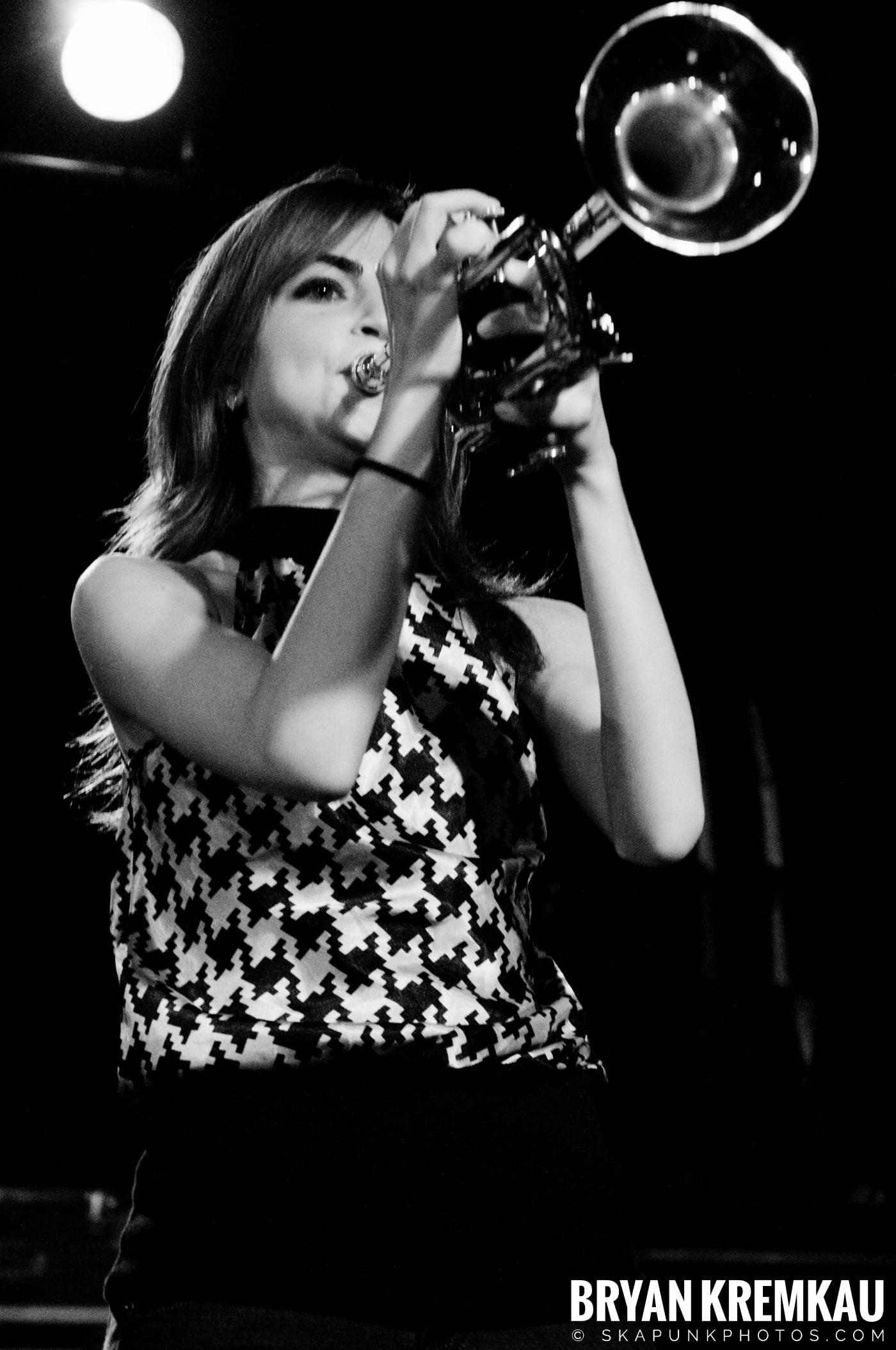 Avon Junkies (Ska is Dead Tour) @ Starland Ballroom, Sayreville, NJ - 11.15.09 (8)