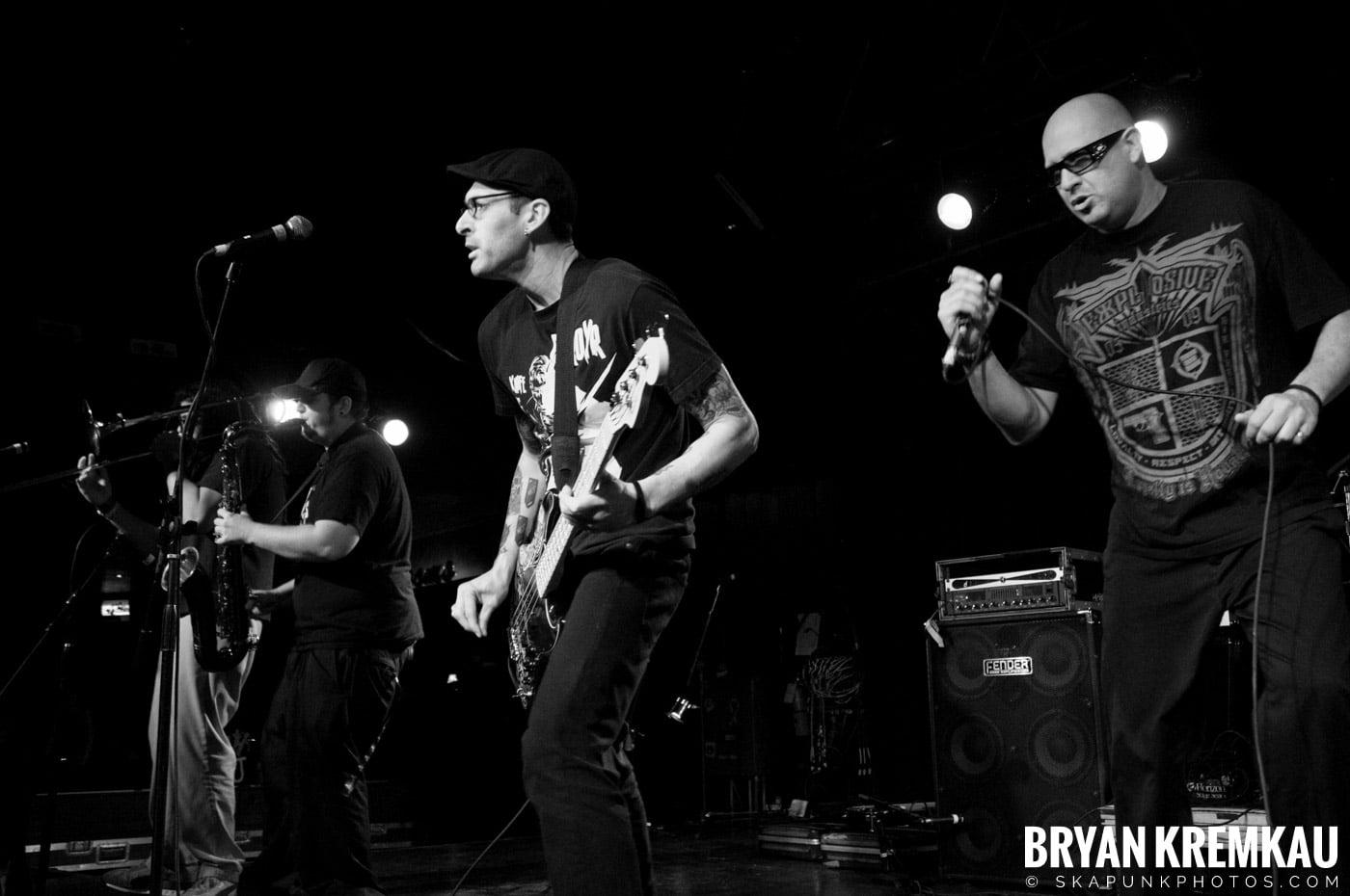 Voodoo Glow Skulls (Ska is Dead Tour) @ Starland Ballroom, Sayreville, NJ - 11.15.09 (17)