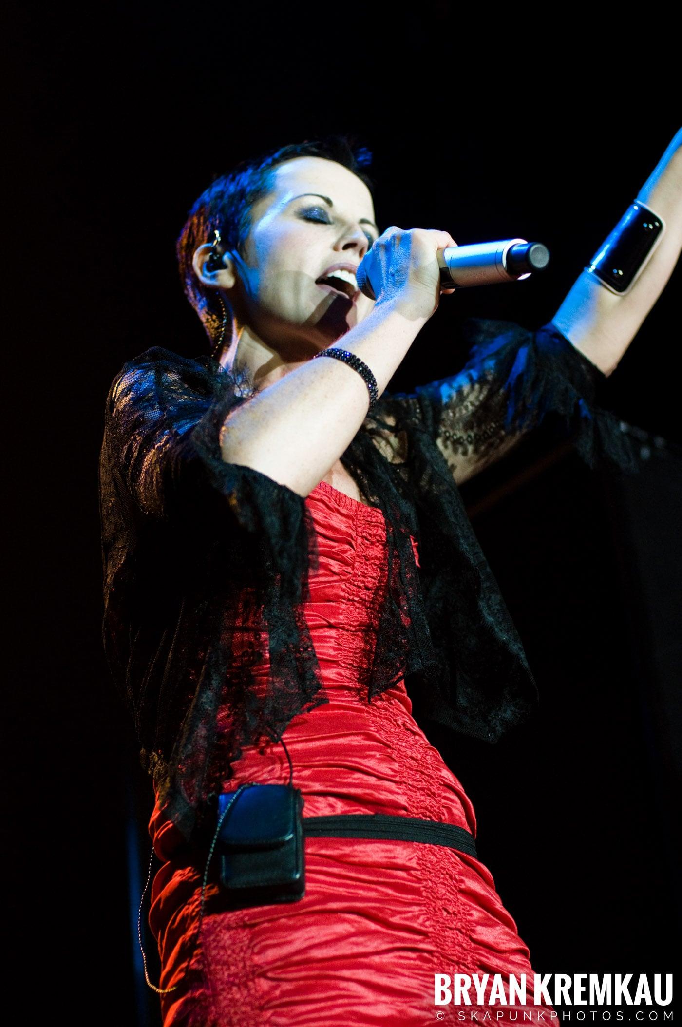 The Cranberries @ Nokia Theatre, NYC - 11.18.09 (25)