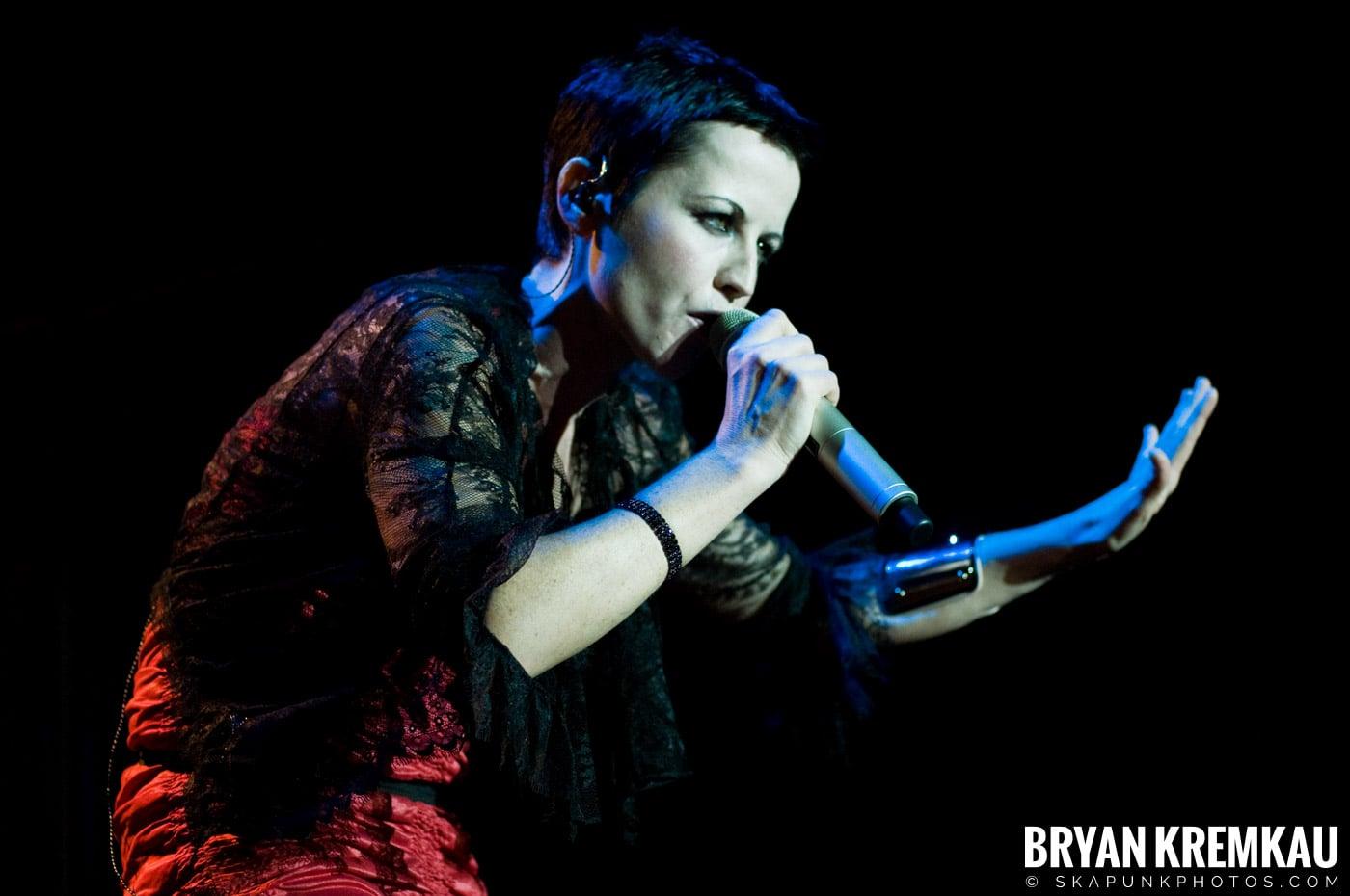 The Cranberries @ Nokia Theatre, NYC - 11.18.09 (24)
