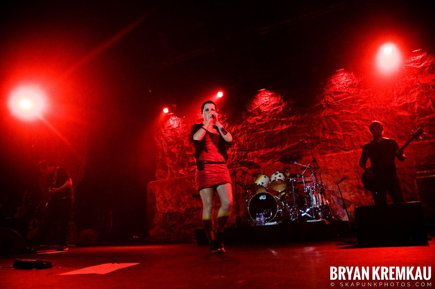 The Cranberries @ Nokia Theatre, NYC - 11.18.09 (19)