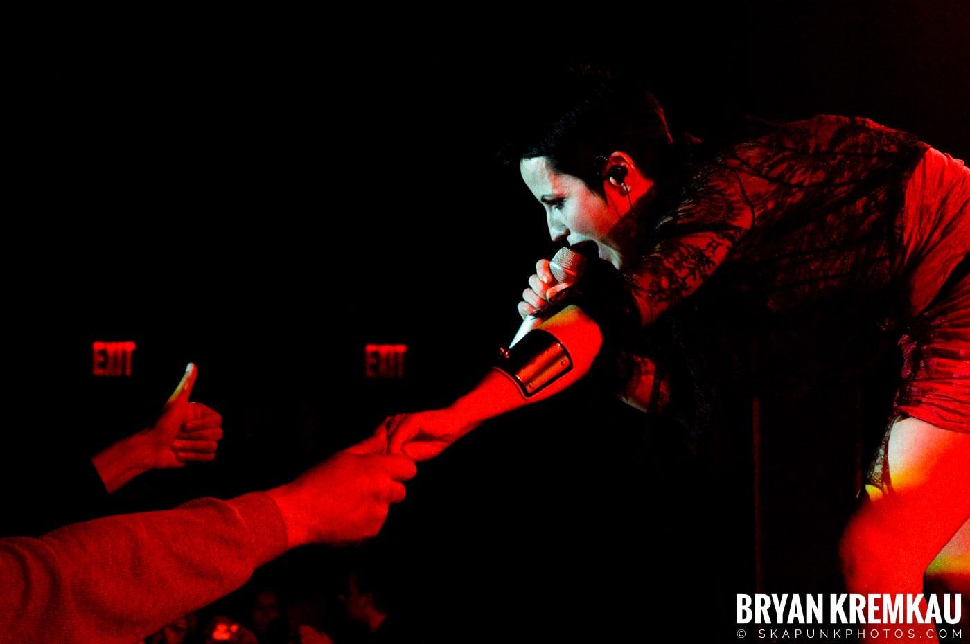 The Cranberries @ Nokia Theatre, NYC - 11.18.09 (16)
