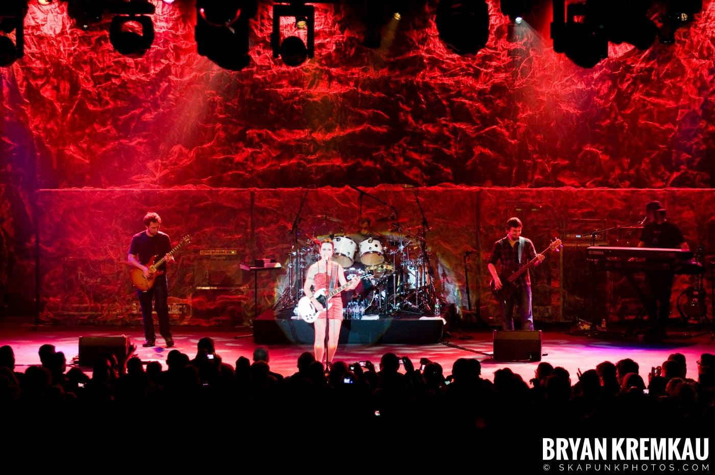 The Cranberries @ Nokia Theatre, NYC - 11.18.09 (3)