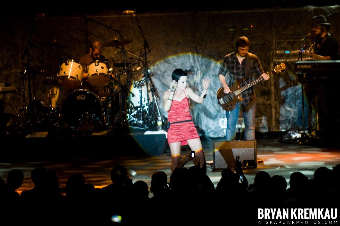 The Cranberries @ Nokia Theatre, NYC - 11.18.09 (1)