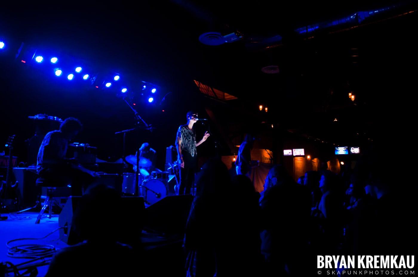 The Family Band @ Brooklyn Bowl, Brooklyn, NY - 3-30-11 (9)