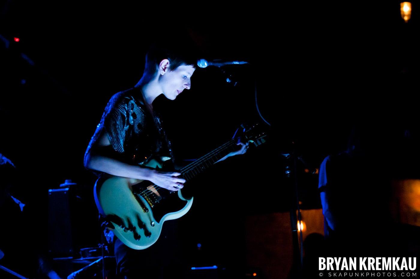 The Family Band @ Brooklyn Bowl, Brooklyn, NY - 3-30-11 (4)